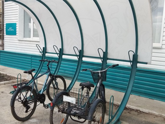 Велопарковка 45 градусов с навесом, 5 мест с покрытием из монолитного поликарбоната