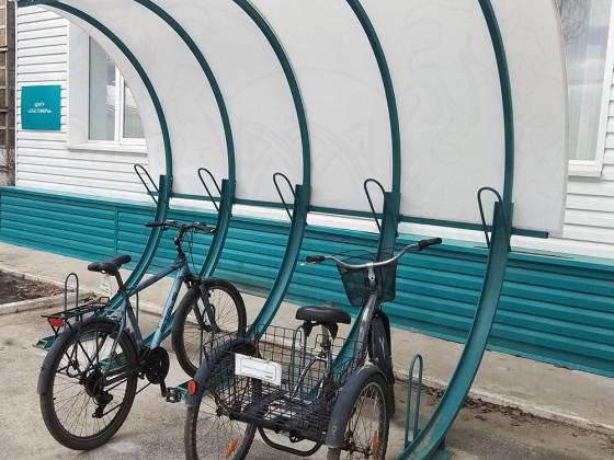 Велопарковка 45 градусов с навесом, 3 места с покрытием из сотового поликарбоната
